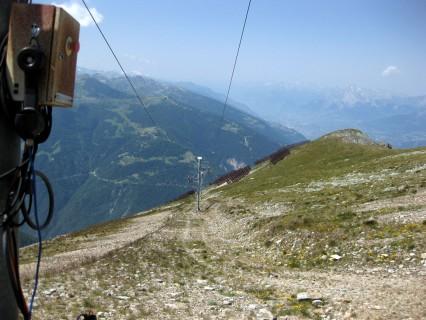 ...und runter geht es dem Skilift entlang