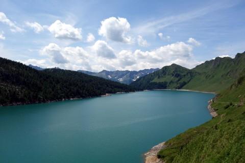 Lago Ritom in Richtung Staumauer