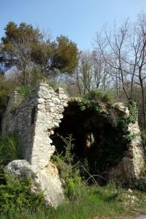 Ruine im Aufstieg zur Manie Hochebene