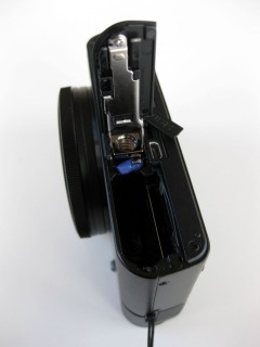 Sony DSC-RX100 Akku- und Speicherschacht