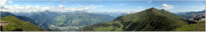 Panorama auf dem Piz Scalottas in Richtung Domleschg