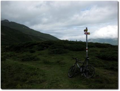 Wegweiser auf dem Trail Piz Scalottas - Alp Stätz