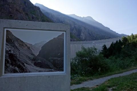 Staudammgeschichte am Wegesrand