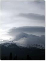 Mount Shasta in den Wolken 01