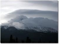 Mount Shasta in den Wolken 02