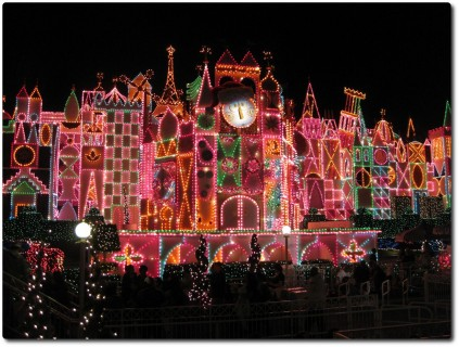 Disneyland - Its a small world - Weihnachtsbeleuchtung
