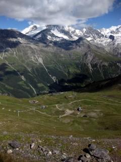 Blick vom Corne de Sorebois zur Bergstation Sorebois hinunter