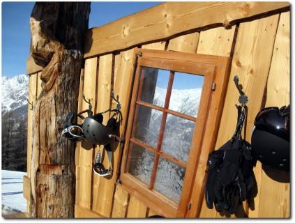 Skifahrer-Stilleben in der Staffelbar