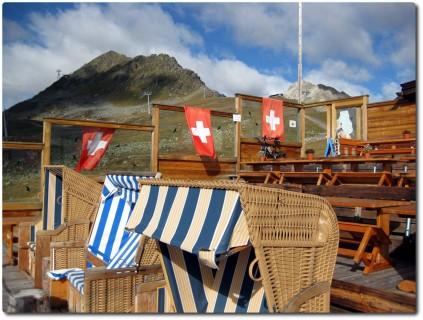 Terrasse der Alpina Hütte