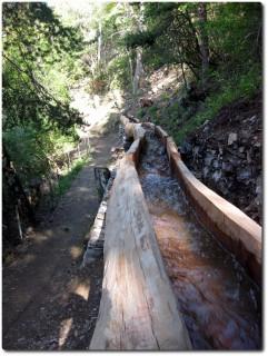 Neue Suone-Holzleitung entlang der Südrampe