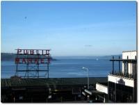 Pike Market und Blick auf das Meer