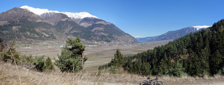Blick übers Tal bei Talair