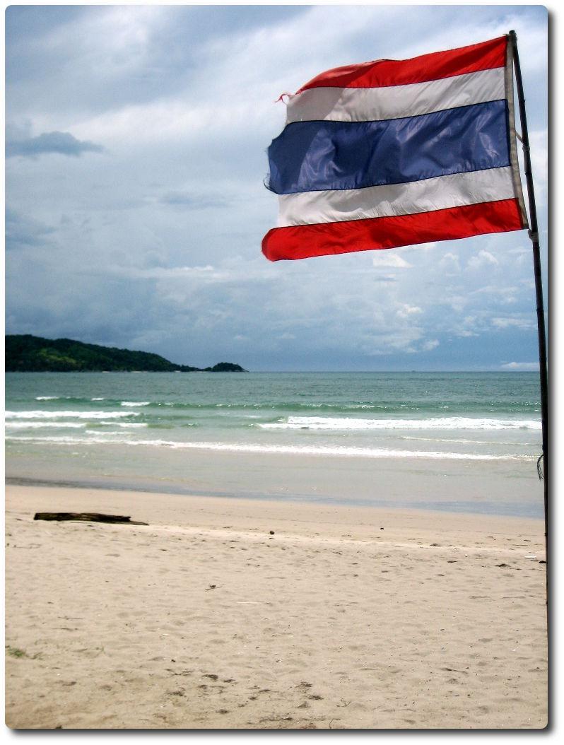 Thai Flagge am Strand von Patong Beach