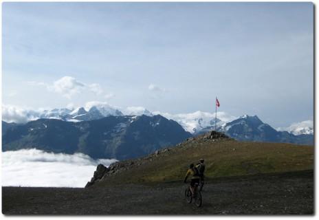 Mountainbiker-Glück am frühen Morgen
