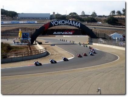 Superbikes in der Kurve 4