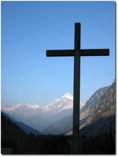 Kreuz bei der Kirche Wassen