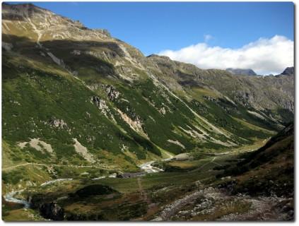 Ab der Alp Suvretta wird es grüner
