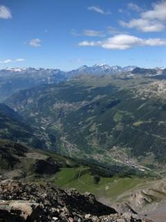 Blick hinunter ins ganze Val dAnniviers