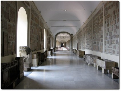 Vatikanische Museen - lange Gänge