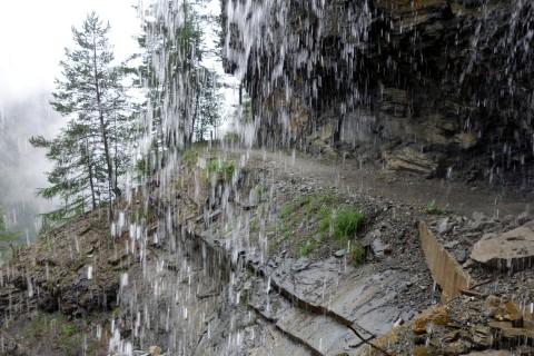 Felsenweg Nanztal - hinter dem Wasserfall