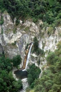 Malerischer Wasserfall bei Turtmann