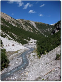 Berühmter Schottertrail durchs wilde Val Mora