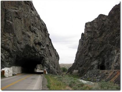 Wind River Canyon - Strasse und Bahn