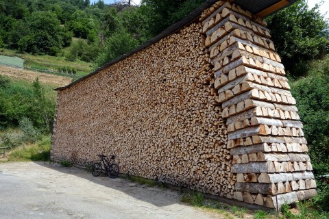 Holzstapel in Sarreyer