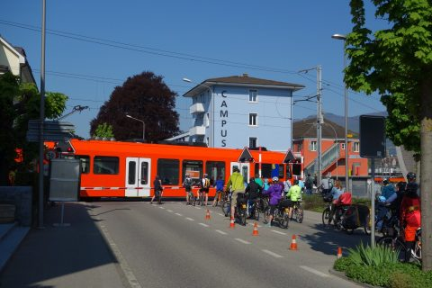 Slowup - Bahnübergang bei Zuchwil