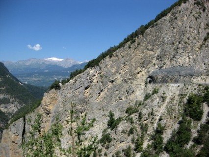 Abenteuerliche Zufahrtsstrasse ins Val dAnnivers